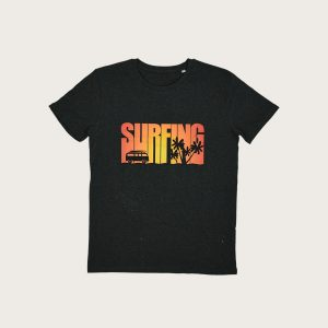 t-shirt man surfing grey