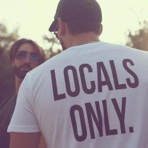 locals-only-white-uomo