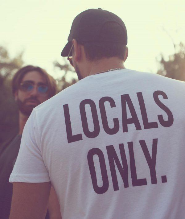 Ragazzo con t-shirt bianca Locals Only